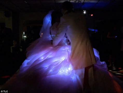 Amazing Elizabeth Taylor Wedding Dresses #3: Article-2349047-1A8651E6000005DC-628_634x484.jpg