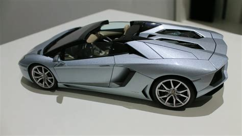 lamborghini aventador sv roadster 1 18 autoart lamborghini aventador escala 1 18 de autoart signature y sv de kyosho youtube