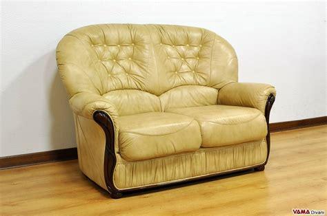 divano 2 posti offerta divano 2 posti con elementi in legno in offerta