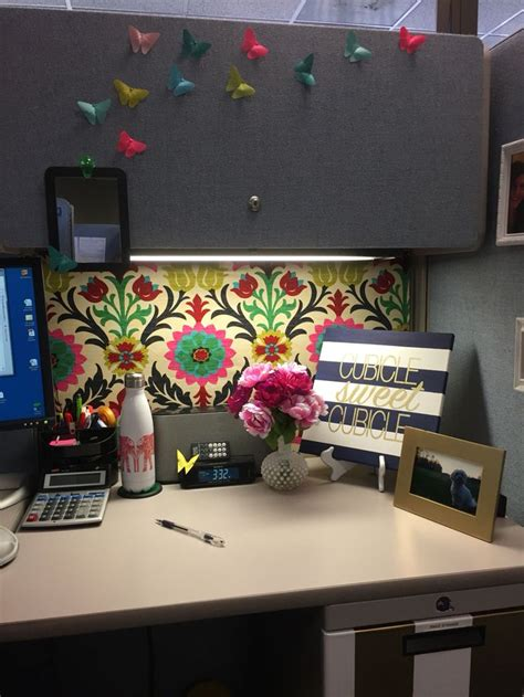 how to decorate a desk best 20 cubicle organization ideas on work