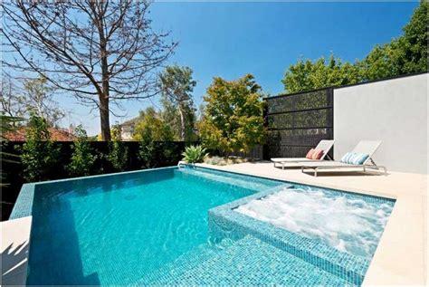 Moderne Gartengestaltung Mit Pool by Bilder Garten Mit Pool Modern Whirlpool Sonnenliegen