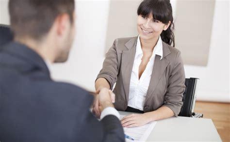 Bewerbungsgesprach Fragen An Die Firma Bewerbungsgespr 228 Ch Diese Fragen Sollte Niemals Stellen