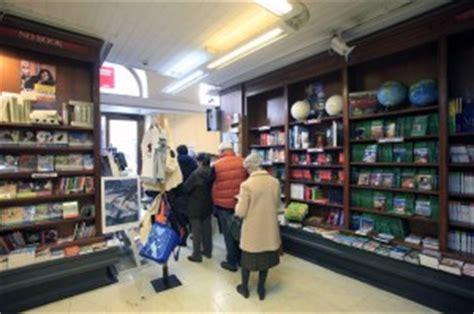libreria corso vittorio emanuele napoli quot salviamo la libreria croce quot dalle 19 notte di