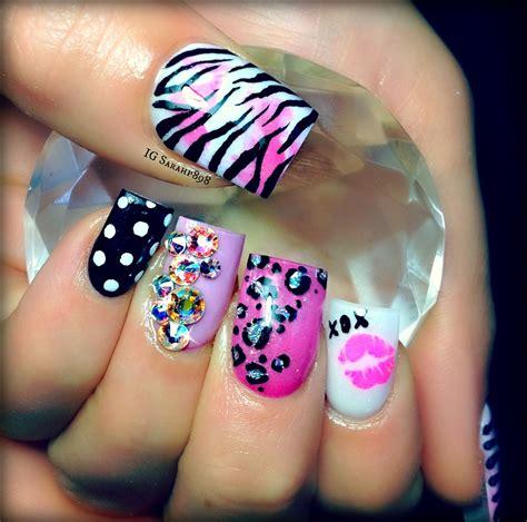 a simple and easy girly zebra nail art design finger girly nails gotta have the zebra print nail art