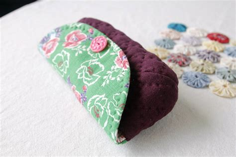 free pattern quilted eyeglass case quilted sunglass eyeglass case diy tutorial ideas