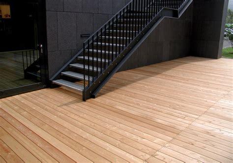 terrassenboden stein terrassendielen perfekte l 228 rchenholz terrassendielen