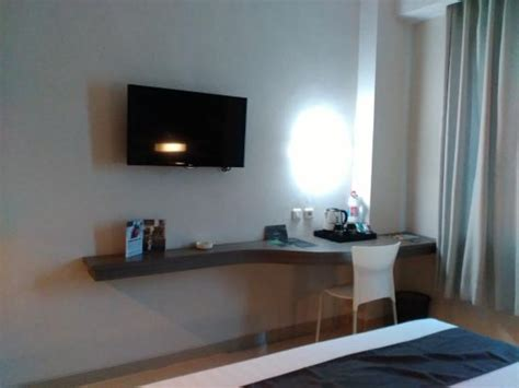 Meja Lipat Di Semarang Meja Yang Menempel Di Sudut Ruangan Menghemat Tempat Picture Of Hotel Neo Candi Semarang