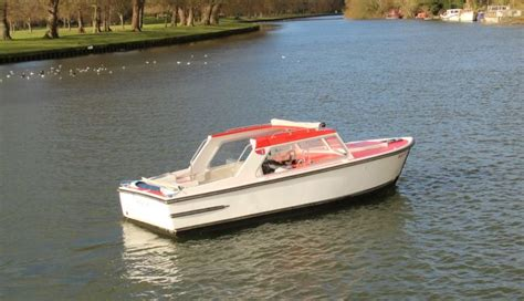 thames river boat day hire the river thames guide thames boat hire kris cruisers