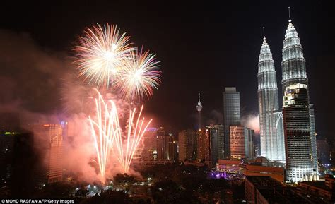 new year 2014 date malaysia new year s celebrations big ben lights up the