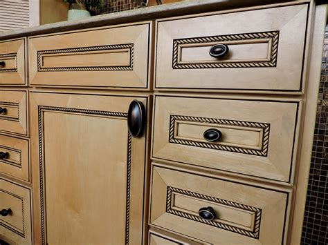 Kitchen Cabinets With Knobs Knobs Handles Hardware For Kitchen Bath Projects