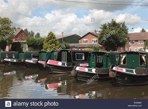 canal boat hire great haywood hire boats belonging to canal narrowboat holiday company