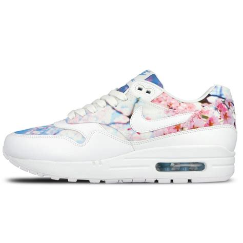 Nike Aimax One Hitam Putih nike wmns air max 1 print quot cherry blossom pack quot