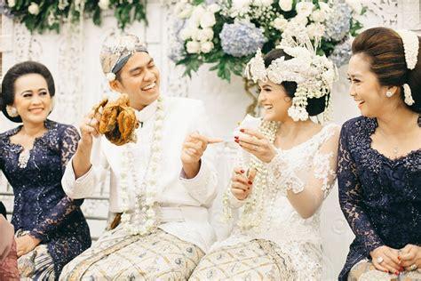 Kado Pernikahan Mug Pengantin Adat Sunda 7 ragam kebaya pengantin sunda yang bisa jadi pilihanmu saat menikah nanti