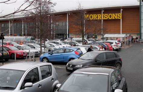morrisons  lose  staff   uk