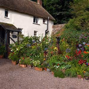 large scale potted display in country forecourt front garden ideas housetohome co uk