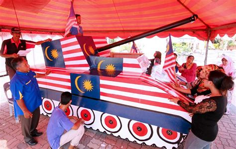 poster pertandingan mewarna kemerdekaan 2013 gearing up for merdeka 2013 photos astro awani