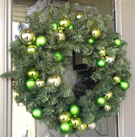 wreaths decorated with ornaments mouthtoears decorating with ornaments organize and decorate everything