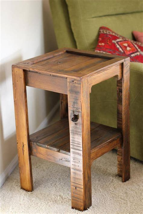 12 diy pallet side tables end tables 101 pallets diy recycled pallet side table 101 pallets