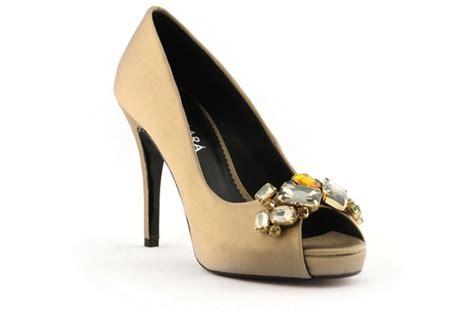 Gold Bridal Heels by Wedding Shoes Bridal Heels By Rosa Clara 2013 6