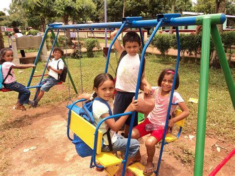 imagenes de niños jugando en un parque fotos de ni 241 os jugando en el parque imagui