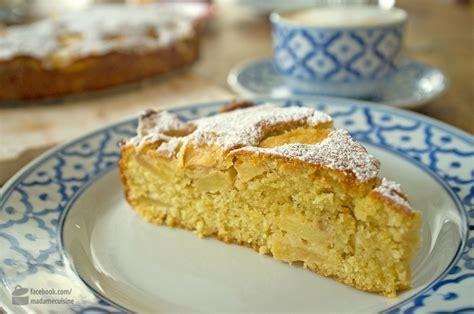 kuchen mit apfel kuchen mit einem apfel appetitlich foto f 252 r sie