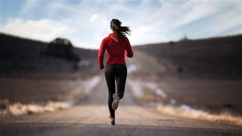 wallpaper running girl 17 thoughts all distance runners have