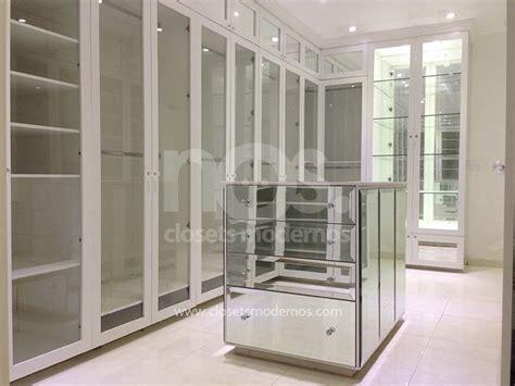 vestidor con isla vestidor moderno de lujo con isla central espejos e
