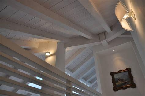 illuminazione sottotetto idee per trasformare il sottotetto in un angolo lettura