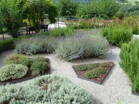 giardino aromatico aiuole da giardino un tocco di stile