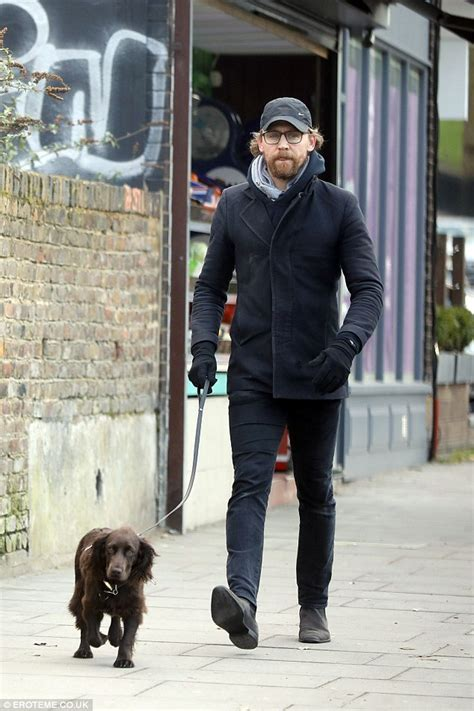 tom hiddleston puppy tom hiddleston with his bobby in