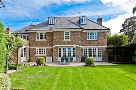 Five Bedroom House by This Morning Hosts Eamonn Holmes And Wife Ruth Langsford S