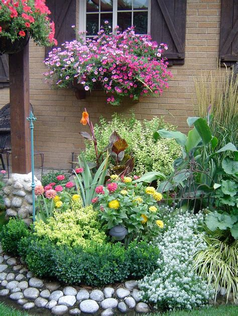 Flower Garden Layout Ideas Best 20 Flower Bed Designs Ideas On Plant Bed Front Flower Beds And Flower Landscape