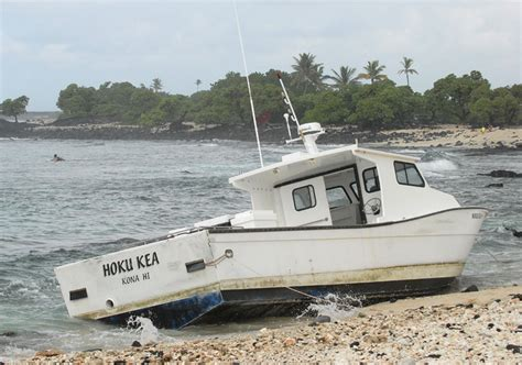 hoku boats dlnr identifies boat owner cited after boat ran aground