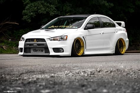 mitsubishi evo slammed mitsubishi lancer evolution on air suspension by avant