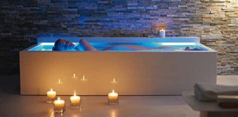 badewannen beleuchtung moderne badewannen mit led beleuchtung und innovativen