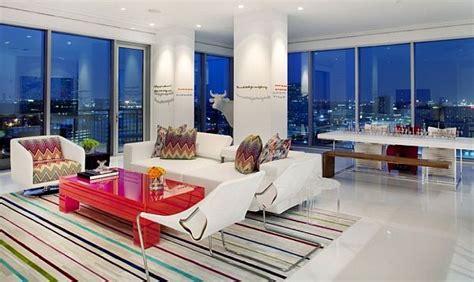 Decorating Around Light Floors