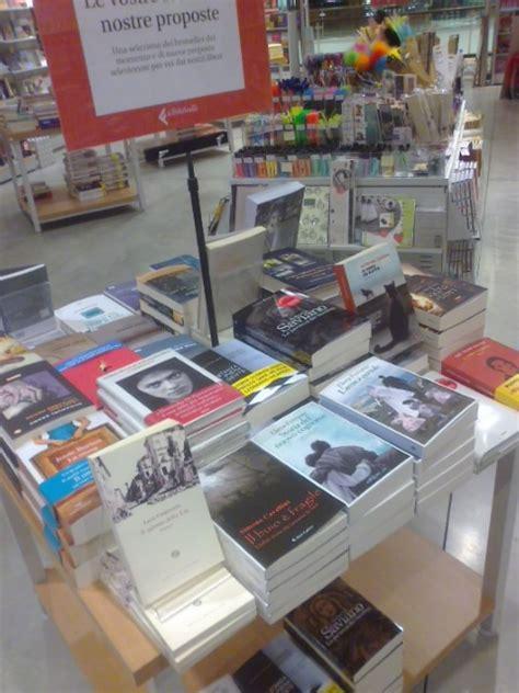 libreria giunti la spezia il buio 232 fragile alla feltrinelli il buio 232 fragile