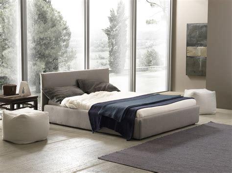 foto di letto foto di letti bolzan bianco e grigio in stanza solare