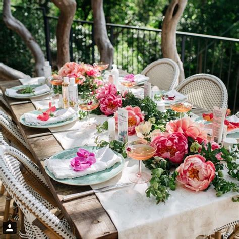 peach coral pink white outdoor tablescape table