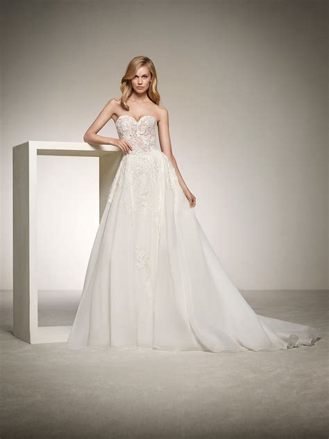 pronovias wedding dresses and cocktail dresses wedding dress with sweetheart neckline in lace dinara