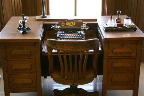 scrivanie antiche scrivanie antiche e mobili antichi un tocco di classe all