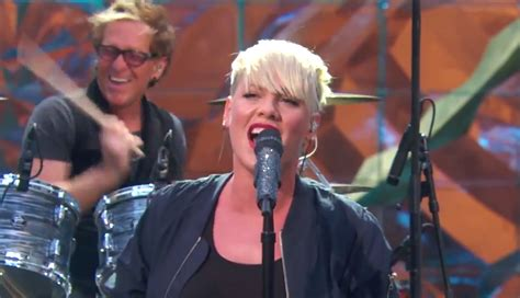 ellen degeneres theme song p nk debuts new theme song for quot the ellen show quot young