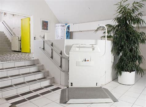 plates formes monte escalier pour fauteuil roulant cama