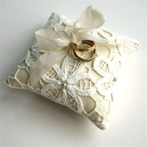cuscino per fedi nuziali matrimonio cuscini portafedi eleganti e in pizzo