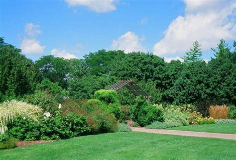 Luthy Botanical Gardens Use Plants To Create The Feel Of A Garden Dailyherald