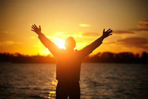 imagenes de jesus levantando a un hombre gratitud es la memoria del coraz 243 n salud180