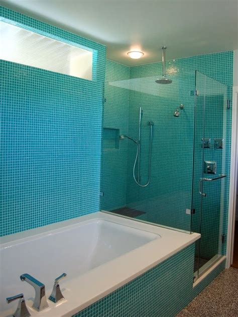 aqua glass tile bathrooms 33 best images about white and turquoise bathrooms on