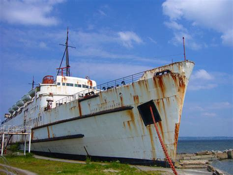 imagenes de barcos oxidados old ship free stock photo public domain pictures
