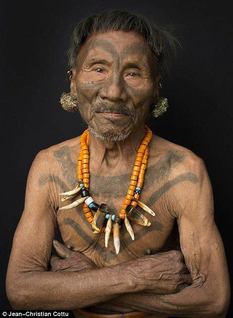naga tribe tattoo amazing images of konyak tribesmen and women in india