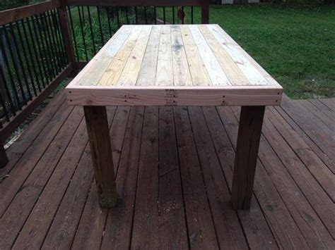 Diy Wood Pallet Patio Table Pallet Furniture Diy Diy Wood Patio Table